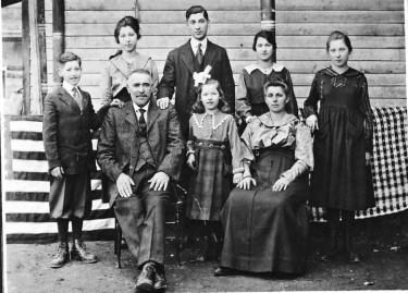 Raffaele and Lucia Genetti with family