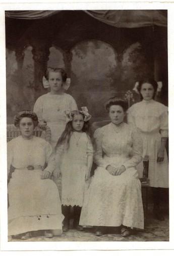 Genetti Sisters