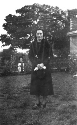 1930 - Betty in Coat