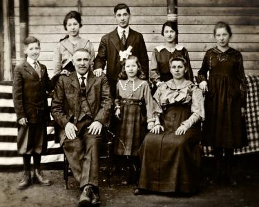 Family1916-SepiaVingiette
