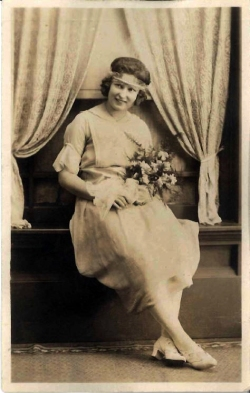 Elizabeth Genetti Smith as bridesmaid